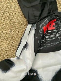 Nike Sportswear Windrunner Windbreaker Jacket Black/White Size M Deep Space