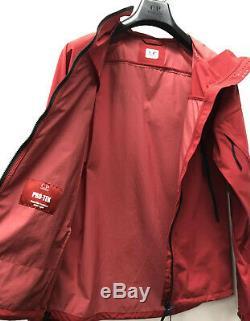 C. P. Company Red Jacket Pro-tek En Moyenne Avec Des Étiquettes